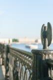 Ansicht des Dammes die Stadt Sankt-Peterburg am Sommertag Stockbild