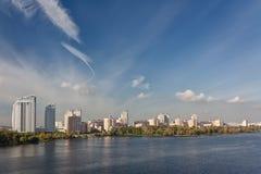 Ansicht des Dnieper Flusses in Kiew, Ukraine lizenzfreie stockfotografie