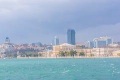 Ansicht des Dolmabahce Palast- und Besiktas-Bezirkes lizenzfreies stockfoto