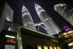 Ansicht des Doppel-Petronas ragt in Kuala Lumpur hoch lizenzfreies stockfoto