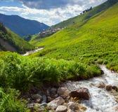 Ansicht des Dorfs Adishi Stockfotos