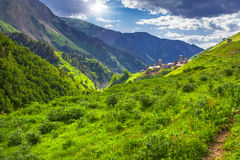 Ansicht des Dorfs Adishi. Lizenzfreie Stockbilder