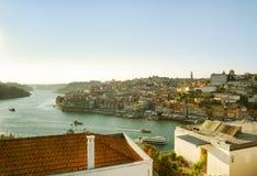 Ansicht des Duero-Flusses und der historischen Mitte von Porto, Portugal Stockbild