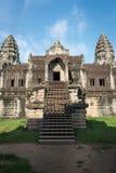 Ansicht des Eingangs innerhalb eines Angkor Wats, Kambodscha Lizenzfreie Stockbilder
