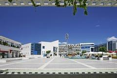 Ansicht des erstaunlichen Hauptquadrats in Puerto Banus, Südspanien Lizenzfreie Stockfotografie