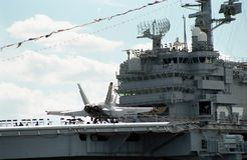 2000 Ansicht des Führerraums USSs John F kennedy stockfotos