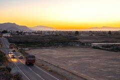 Ansicht des Fahrzeugfahrens an der Straße lizenzfreie stockfotos
