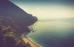 Ansicht des felsigen Küstenlinienmeeres Budva, Montenegro Adriatica Lizenzfreie Stockfotos