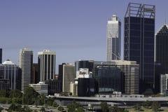 Ansicht des Finanzbereichs, der Büros und Handelsder gebäude und der Wolkenkratzer der Stadt von Perth Lizenzfreie Stockbilder