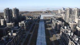 Ansicht des Finnischen Meerbusens von oben des baltisches Perlen-Seewohnkomplexes stock footage