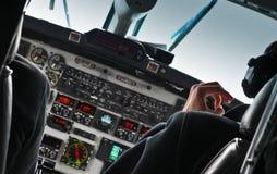 Ansicht des Flugzeugcockpits und -piloten Stockfotografie