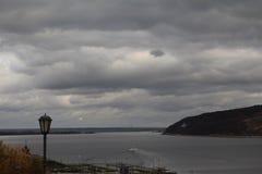 Ansicht des Flusses Volga lizenzfreie stockbilder