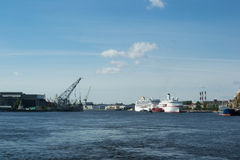 Ansicht des Flusses vom Frachthafen Lizenzfreie Stockbilder
