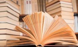Ansicht des geöffneten Buches Stockbilder