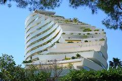 Ansicht des Gebäudekomplexes Marina Baie-DES Anges nahe Antibes, Frankreich stockbilder