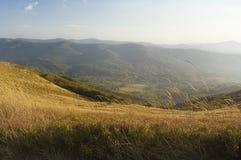 Ansicht des Gebirgsmassivs im Bieszczady - dem Polen Stockfotografie