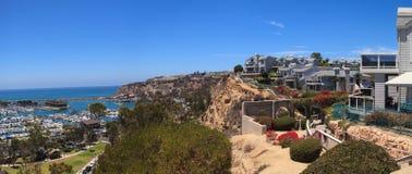Ansicht des Gehwegs über dem Dana Point-Hafen Stockfotos