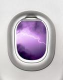 Ansicht des Gewitters vom Flugzeugfenster - Turbulenz Stockfotos