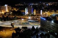 Ansicht des Givat Yam-Bezirkes in Jerusalem nachts Stockfoto