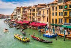 Ansicht des großartigen Kanals von der Rialto Brücke Stockbild
