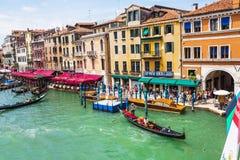 Ansicht des großartigen Kanals von der Rialto Brücke Lizenzfreies Stockfoto