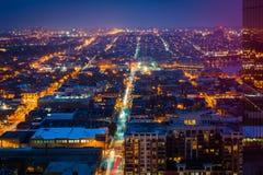 Ansicht des Hafen-Ostens und des Bezirks nachts, in Baltimore, Maryland Stockbild