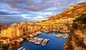 Ansicht des Hafens Fontvieille auf Sonnenaufgang, Monaco, Frankreich stockfotografie