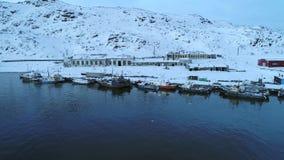 Ansicht des Hafens des Luftvideos Teriberka Murmansk-Region, Russland stock footage