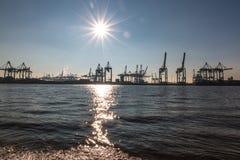 Ansicht des Hafens von Hamburg stockbild