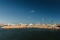 Ansicht des Hafens von Mahdia in Tunesien mit dem Segelschiff Stockbild