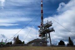 Ansicht des Handyturms und -station Lizenzfreies Stockfoto