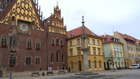 Ansicht des Hauptplatzes Rynek der polnischen Stadt Wroslaw stock video
