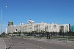 Ansicht des Hauses von Ministerien in der Hauptstadt von Kasachstan Astana stockbilder