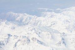 Ansicht des Himalajagebirgszugs vom Flugzeugfenster Stockbilder