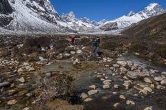 Ansicht des Himalajas (Awi, Cholatse, Tabuche-Spitze) von Pherich Stockfotos