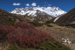 Ansicht des Himalajas Lhotse auf dem Recht von Somare Lizenzfreies Stockfoto