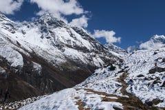 Ansicht des Himalajas von den umgebenden Dörfern Machhermo Lizenzfreies Stockfoto