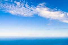 Ansicht des Himmels und des Meeres Stockfotos