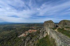 Ansicht des historischen Dorfs von Monsanto in Portugal Lizenzfreie Stockbilder