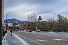 Ansicht des ikonenhaften weißen Hirsches, eine Marksteinleuchtreklame Portland oder Stockbild