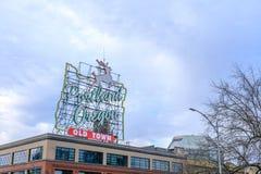 Ansicht des ikonenhaften weißen Hirsches, eine Marksteinleuchtreklame Portland oder Stockfotografie