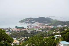 Ansicht des Industriehafens von den Hügeln Stockfotos