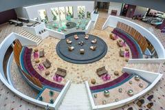 Ansicht des Innenraums der modernen Hotelhalle Stockfoto