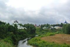 Ansicht des Jahrhunderts Suzdal der Kreml XII Goldring von Russland Zeilen in der orthodoxen Architektur Lizenzfreies Stockbild