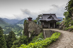 Ansicht des japanischen buddhistischen Tempels in Yamadera mit schönem Land Stockbild