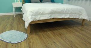 Ansicht des Jungenschlafzimmers in einem stilvollen, klassisch nach Hause entworfen stock footage