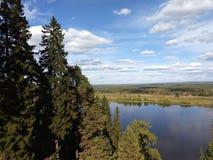 Ansicht des Kama-Flusses lizenzfreie stockbilder