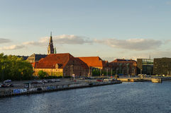 Ansicht des Kanals und des Gebäudes Brauerei christlichen IVS und Stockfoto