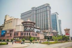 Ansicht des Kasino- und Luxushotelgebäudes in im Stadtzentrum gelegener Straße Taipa in Macao Lizenzfreies Stockfoto