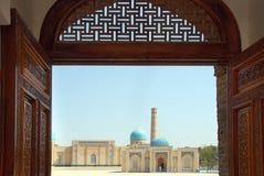Ansicht des komplexen Hast-Imams der geschnitzten Tür Lizenzfreie Stockbilder
